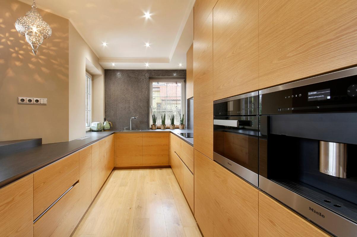kuchyna-s-keramickou-doskou-a-obkladom.jpg
